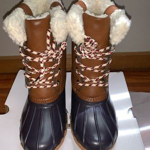 American Eagle tan and navy Sherpa cuff duck boots